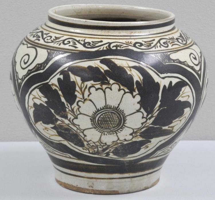 'Ming Dynasty' Vase Late 1700s. 7