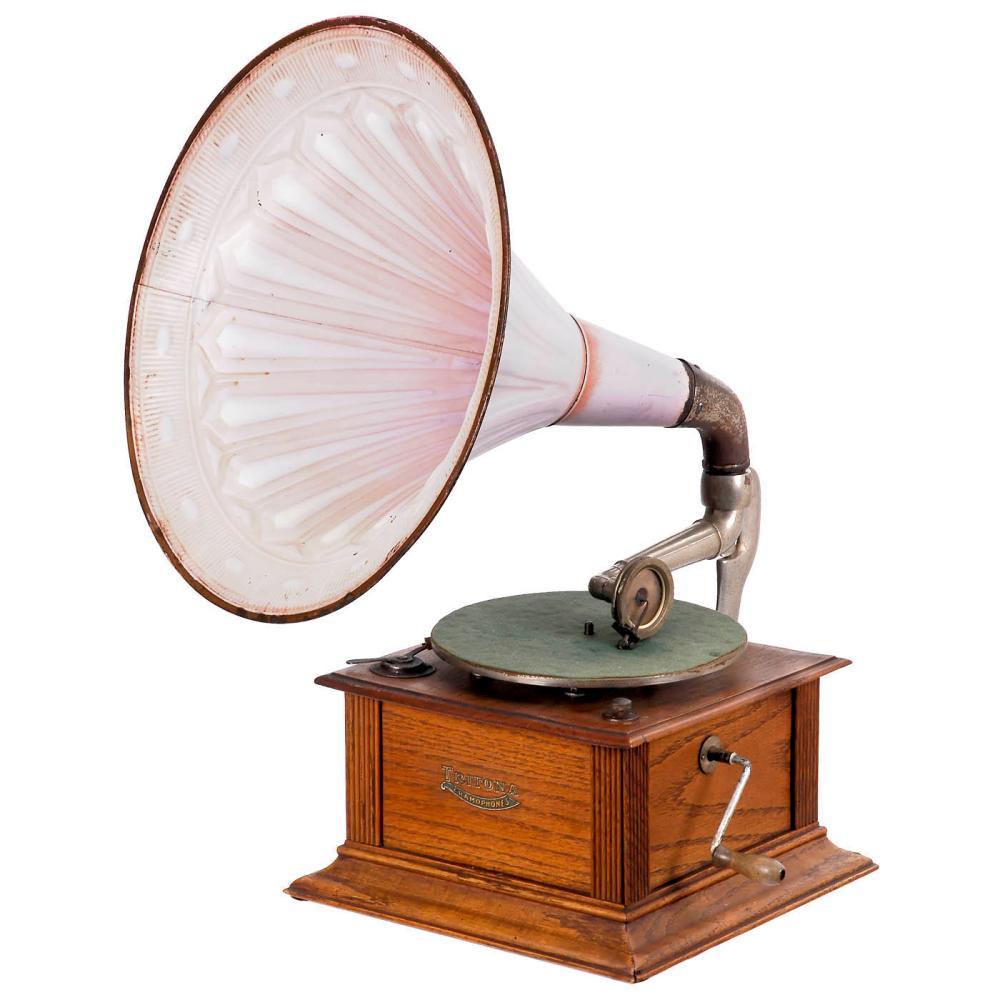Tritona Horn Gramophone, c. 1914
