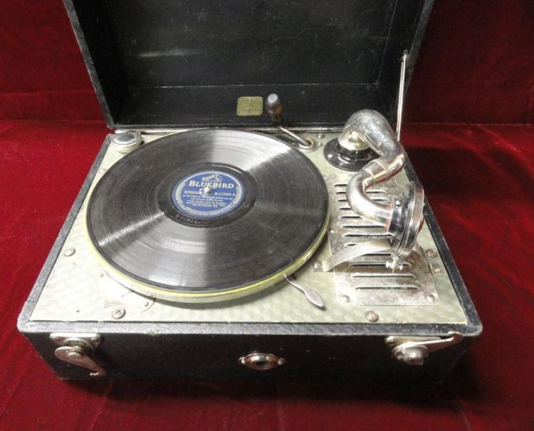 CARRYOLA BRAND WINDUP TYPE, TABLE MODEL RECORD PLAYER, WORKS, EXTRA NEEDLES