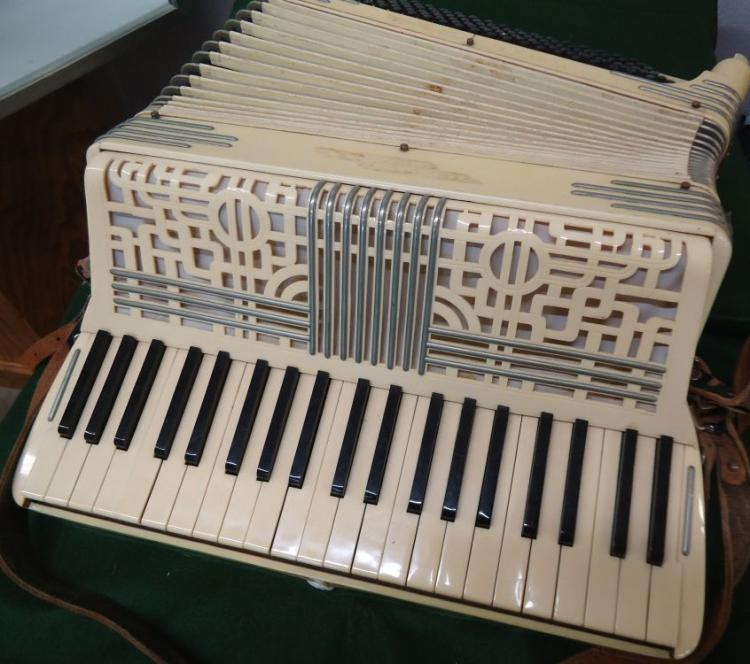 ITALO AMERICAN GLORIA ACCORDIAN WITH CASE, CELLULOID FACING, WORKS, EARLY 1900'S