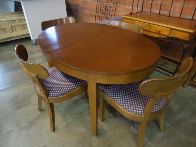 OVAL MAHOGANY DINING TABLE WITH 4 CHAIRS,WILL  NOT SHIP