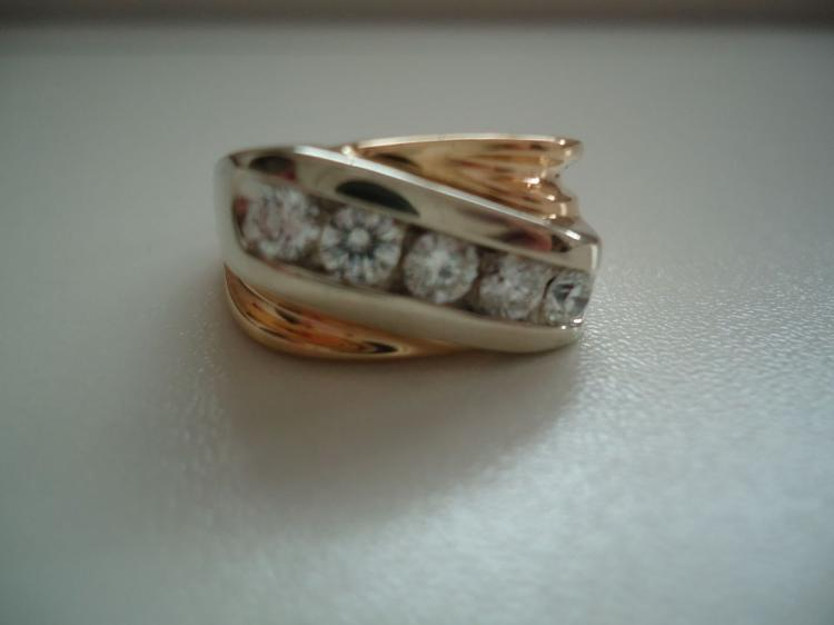 MAN'S 14 KT YELLOW GOLD RING CONTAINING 1 CT TOTAL WEIGHT RBC WHITE DIAMONDS, SIZE 12 1/2. TOTAL WEIGHT 13.5 GRAMS