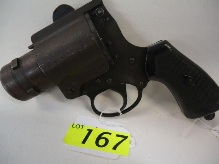 AUSTRALIA WWII FLARE GUN, DATED 1942- EARLY LITHGOW ARSENAL MARK, NO 4 MK1, 65209,2,SM,1942, TSM,CO LTD. HAS CLEATS ON BARREL FOR AIRCRAFT USE, SOME SPOTS OF CORROSION AND PITTING, DENTS AND SCRAPES