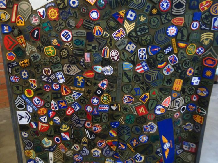 US PATCH BLANKET WITH 470+ PATCHES AND RANKS, UNUSUAL PIECE