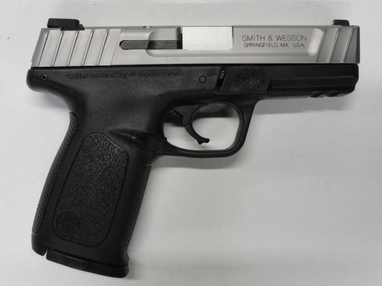 "SMITH & WESSON SD40VE SEMI-AUTOMATIC PISTOL. SR # FWL6665, .40 S&W CAL. STAINLESS STEEL SLIDE, POLYMER FRAME & GRIP. 3.5"" BARREL. 13 ROUND MAGAZINE. EXCELLENT CONDITION"