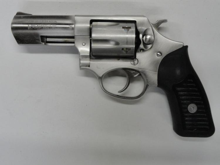 RUGER SP101 5 SHOT REVOLVER, SR # 571-55514, .357 MAG CAL. STAINLESS STEEL, BLACK HARD RUBBER & PLASTIC GRIPS. EXCELLENT CONDITION