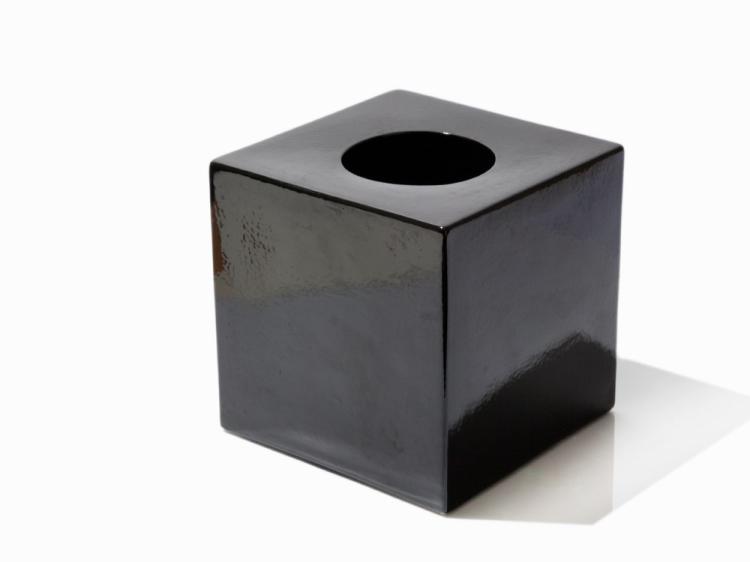 Ettore Sottsass, Jr., Vase, Model 585, black, 1962-63