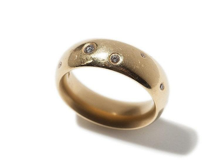 Niessing gold ring with 12 scattered diamonds, 20th C