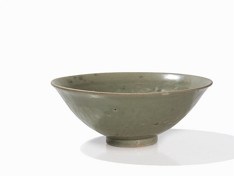 Celadon Bowl with Anhua Décor, Pres. Song Dynasty