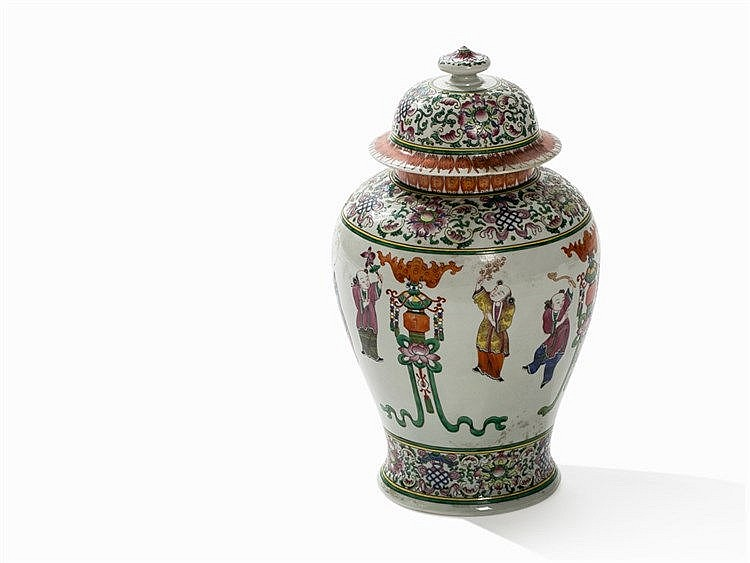 A Large Famille Rose Vase with Playing Boys, 19th/20th C.