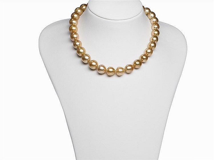 South Sea Pearl Necklace 12 - 13.9 mm with 18 Karat Gold Clasp