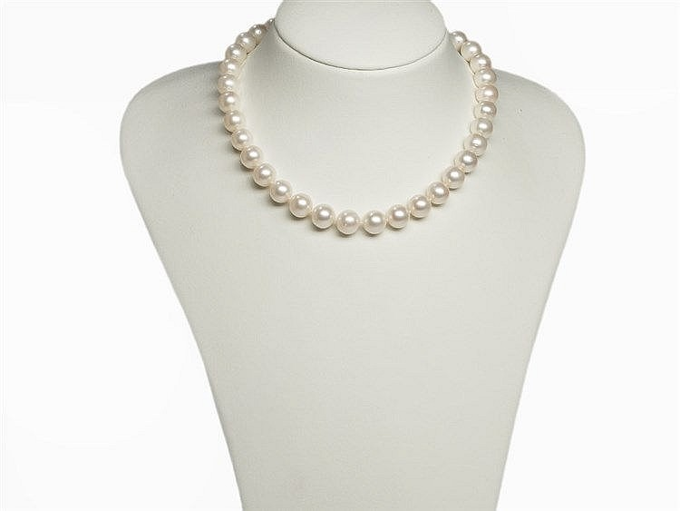 Freshwater Pearl Necklace 10.5 - 11.5 mm with 18 K Gold Clasp