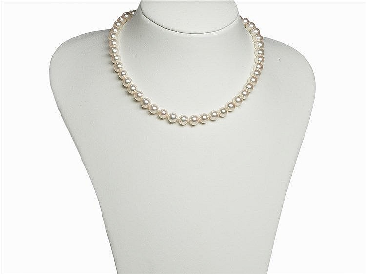 Akoya Pearl Necklace 8 - 8.5 mm, 18K Gold/Grenadill Clasp