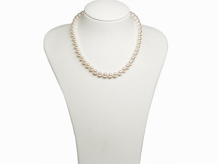 Akoya Pearl Necklace 8.5 - 9 mm with 14 K Gold Clasp