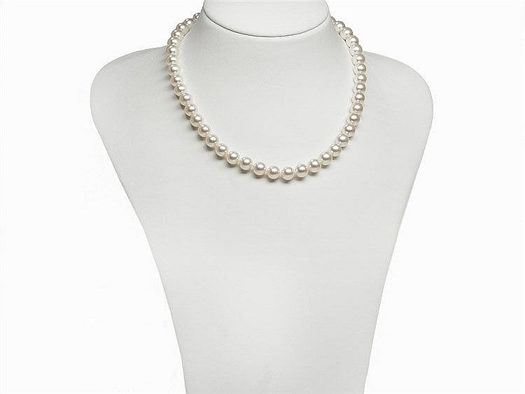 Akoya Pearl necklace 8.5 - 9 mm, Good Luster, 14K Gold Clasp