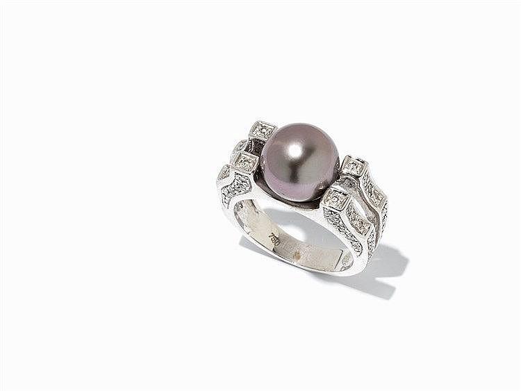 Elegant Ring with Brilliant Cut Diamonds and Tahitian Pearl
