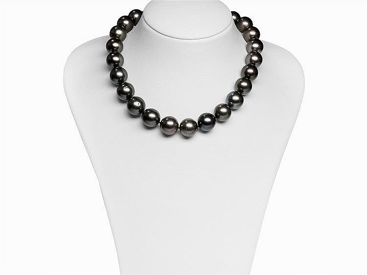 Tahitian Pearl Necklace 15.7 - 17.3 mm with 18 Karat Gold Clasp