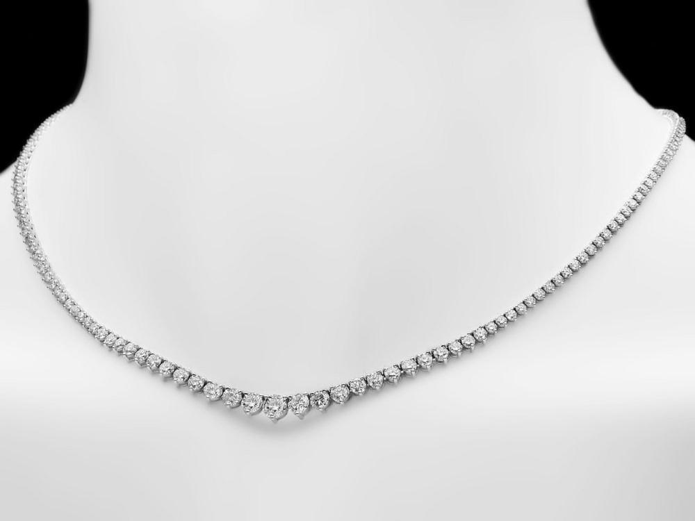 Lot 8: ^18k White Gold 12.00ct Diamond Necklace