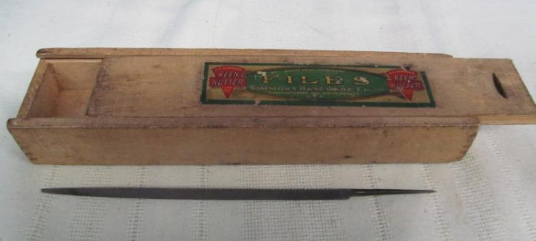 VINTAGE KEEN CUTTER FILES BOX w/1 KEEN CUTTER FILE INSIDE