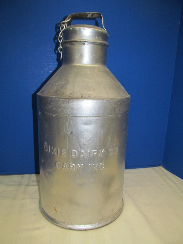 VINTAGE DIXIE DAIRY CO GARY IND MILK/CREAM CAN