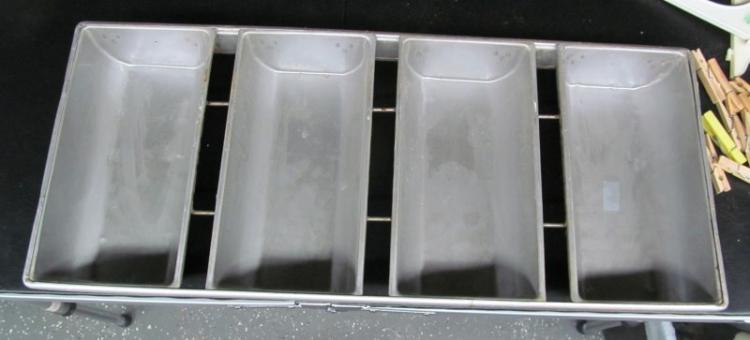 VINTAGE 4 PAN COMMERCIAL 4 LOAF PAN