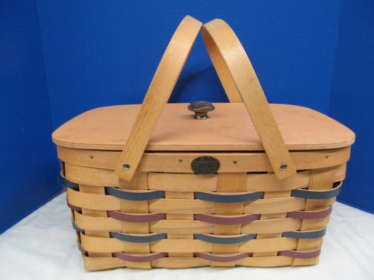 VINTAGE PETERBORO 1854 BASKET Co. PICNIC BASKET w/WOOD TRAY & AMERICAN FLAG EMBLEM ON TOP HARDWARE