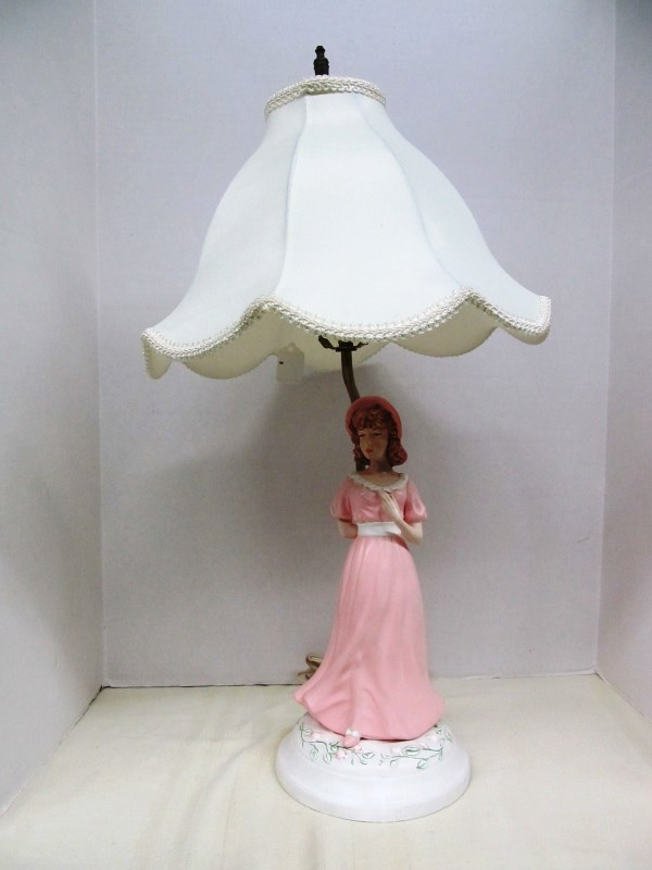 VINTAGE LADY IN PINK DRESS TABLE LAMP ~ Note: base needs repair on one side