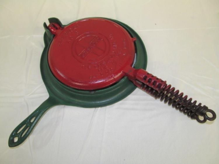 VINTAGE CAST IRON GRISWOLD AMERICAN No. 8 WAFFLE IRON
