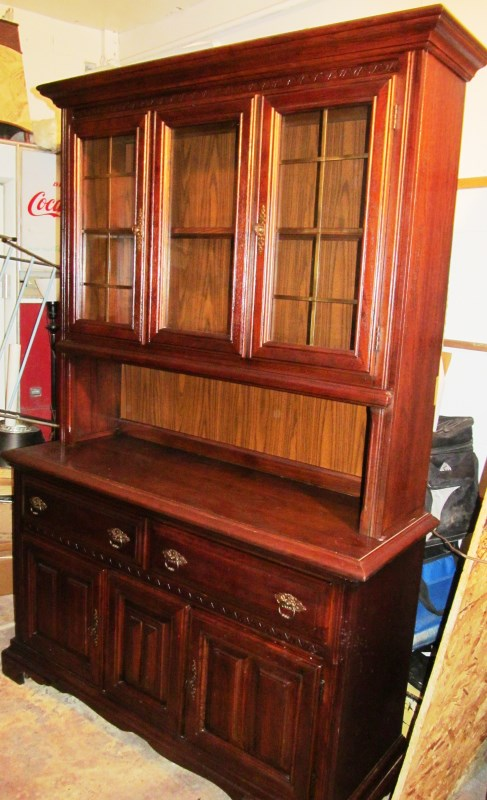 NICE 2 PIECE CHINA HUTCH