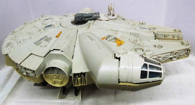 VINTAGE 1983 STAR WARS ~ MILLENNIUM FALCON SPACESHIP ~ RETURN OF THE JEDI ~ IN ORIGINAL BOX