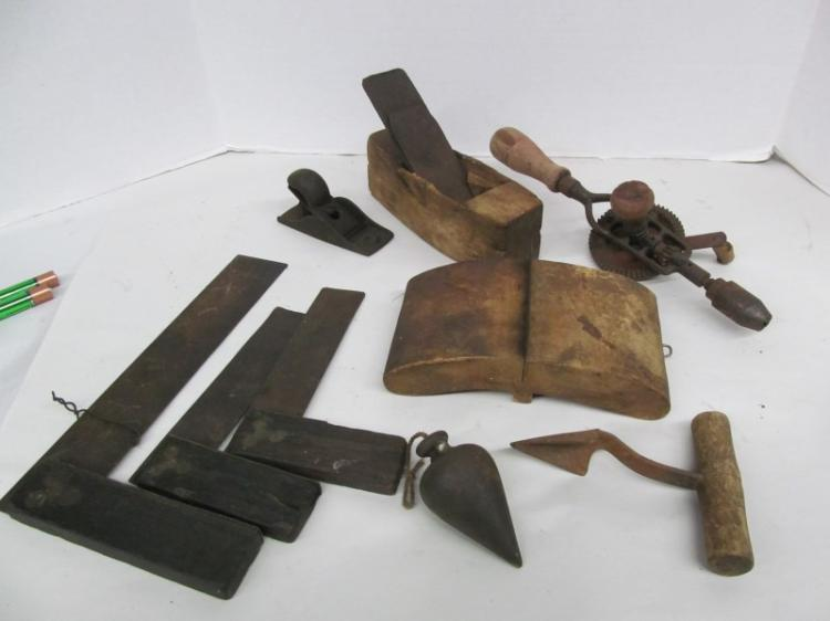 T-14 LOT OF 9 ANTIQUE TOOLS ~ PLUMB BOB ~ SQUARES ~ BARREL PLUG HOLER ~ HAND DRILL ~ PLANES ~ ETC