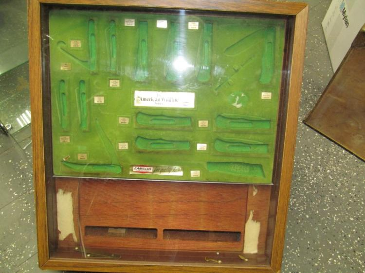 VINTAGE KNIFE DISPLAY BOX