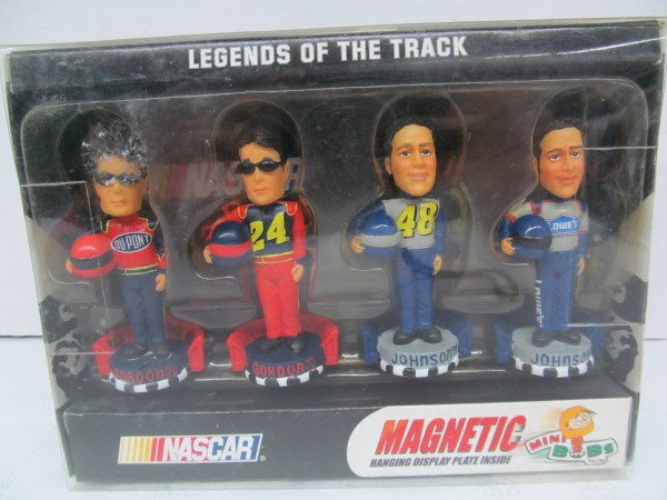 NASCAR MAGNETIC LEGENDS OF THE TRACK MINI BOBS