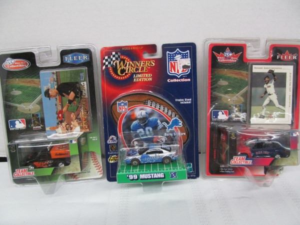 LOT OF 3 MIXED 1/64 SCALE DIE CAST CARS ~ 2 BASEBALL 1 FOOTBALL