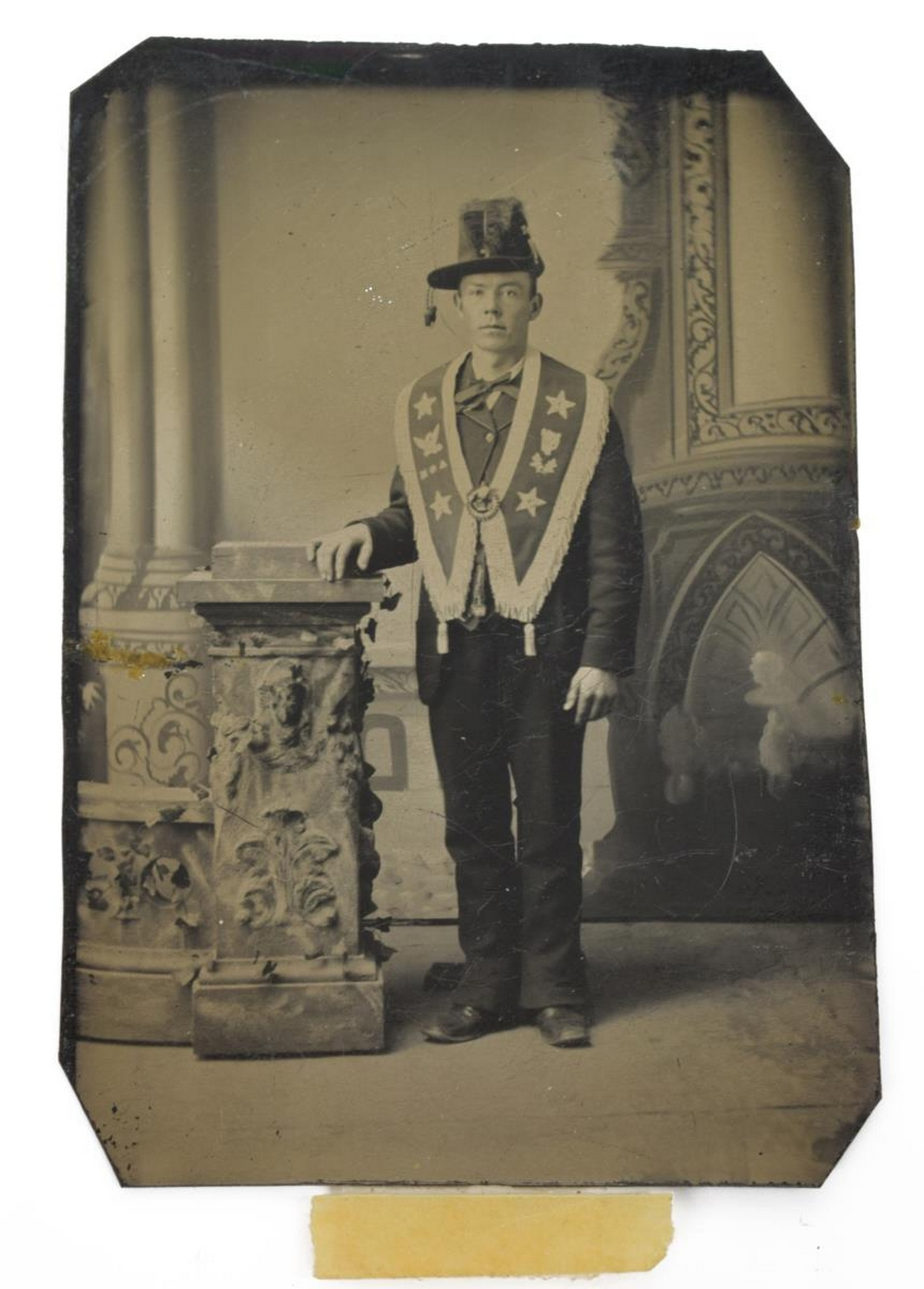 Lot 593: US CIVIL WAR TINTYPE IRISH BRIGADE, FRATERNAL SASH