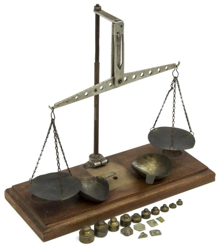 VINTAGE JEWELER'S SCALE WITH WEIGHTS