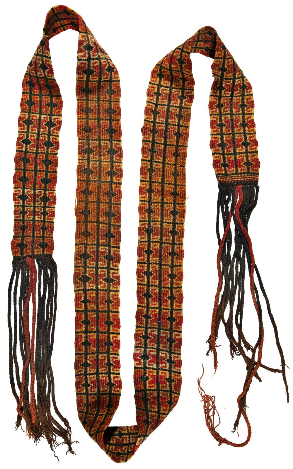 Belt in double weave technique with geometric representations