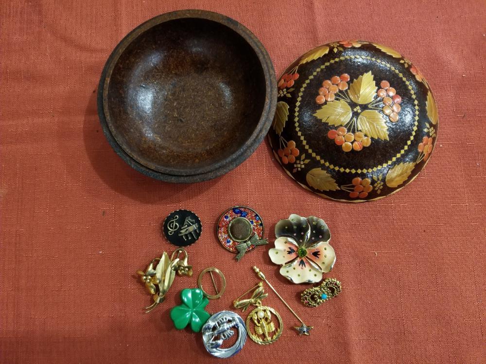 Lot 43: Jewelry
