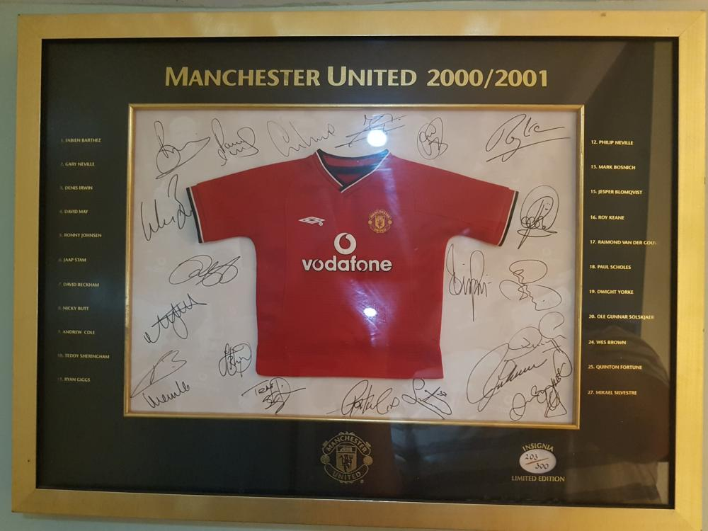 Lot 2 - Signed Mini Shirt signed by full squad 2001/2002 - Signed by most of the Treble Winners Nicky Butt, Paul Scholes, Wes Brown, Teddy Sheringham, Roy Keane, Ryan Gigg's, David Beckham, Michael Silvestre