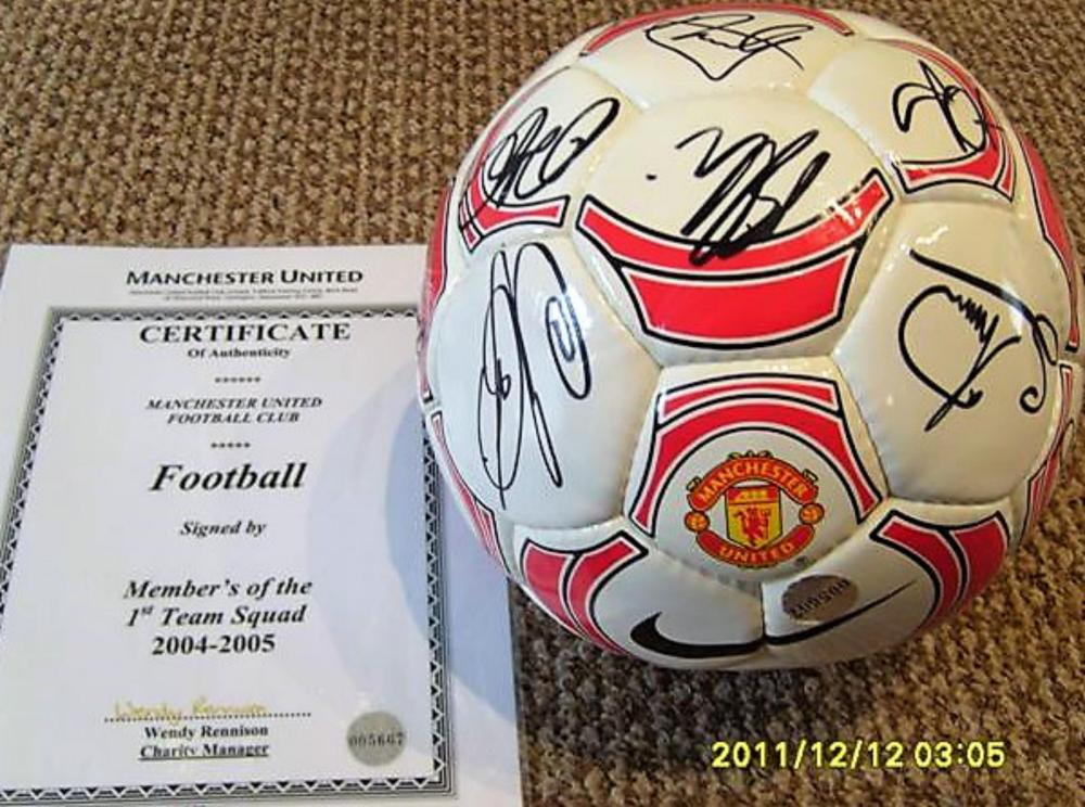 Lot 11 - Manchester United signed club Football from 2004-2005 Season Direct from the Club. Signed by: Vidic Michael Silvestre Wes Brown Darren Fletcher Phil Neville John O'shea Solsjaer Roy Keane Tim Howard Ryan Gigg's Phil Neville Ronaldo