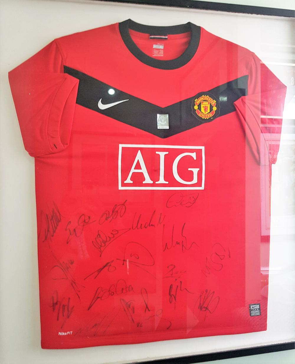 Lot 24 - Framed Manchester United Team Signed Shirt  Signed by Berbatov, Giggs, Carrick, Fletcher, Fabia De Silva, Evans, Kuszczak, Park