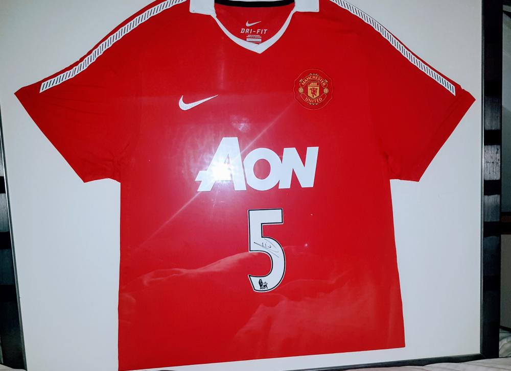 Lot 56 - Rio Ferdinand signed and framed Manchester United Football Shirt. Rio Gavin Ferdinand (born 7 November 1978) is an English former professional footballer and current television pundit for BT Sport who played as a centre-back. He played 81