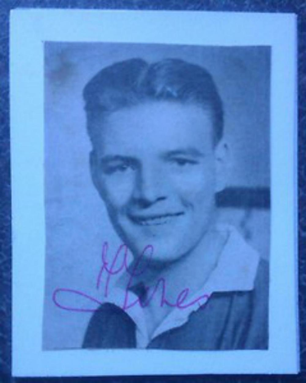 Lot 212: Mark Jones Manchester United - Busby Babe c1956 Genuine signed picture RARE Collecters item. Mark Jones (15 June 1933 ? 6 February 1958) was an English footballer and one of eight Manchester United players to lose their lives in the Munich