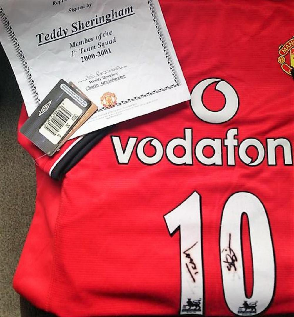 Lot 292: Signed Manchester United Football  Shirt - Teddy Sheringham