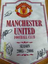 2005-06 signed Manchester United pendant by 4 players