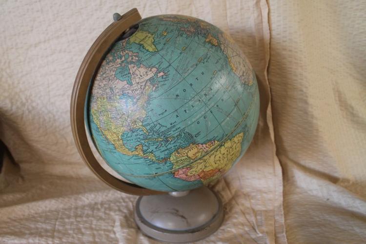 Universal 12 in globe