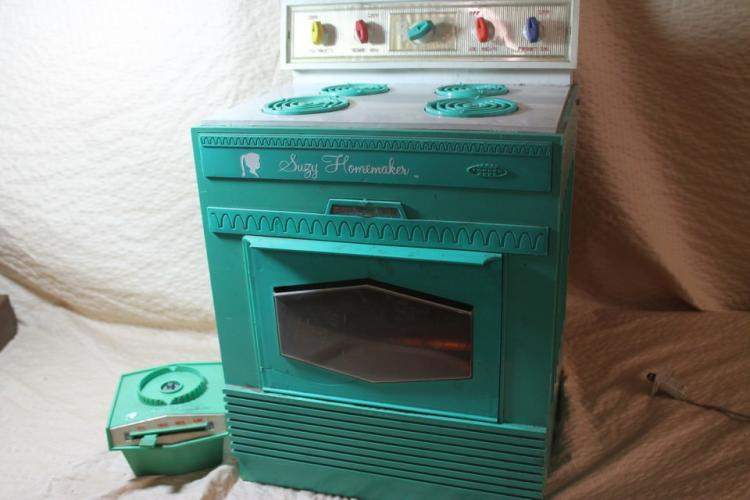 Suzie Homemaker toy oven