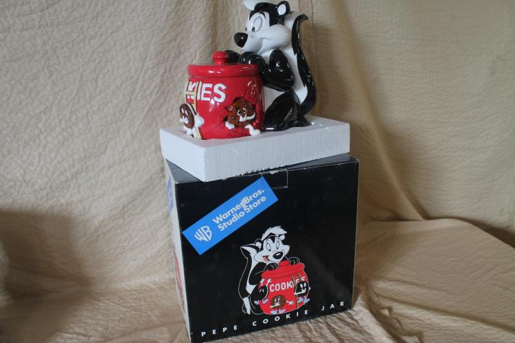 Pepe Lepew cookie jar