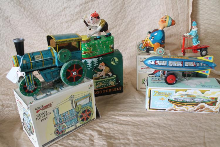 Lot of tin toys