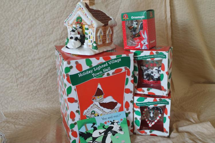 Pepe le Pew Christmas lot